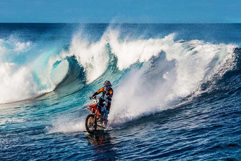 1_dirt bike stunt rider