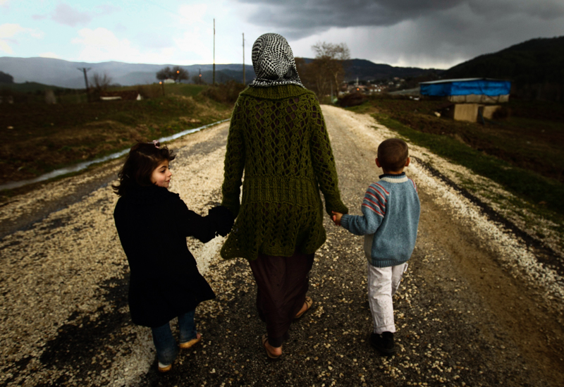 2_couple donates to refugees