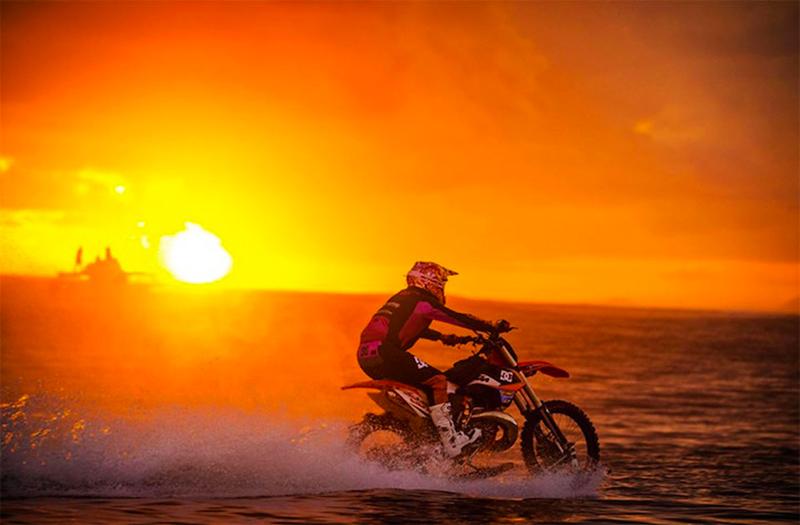 3_dirt bike stunt rider
