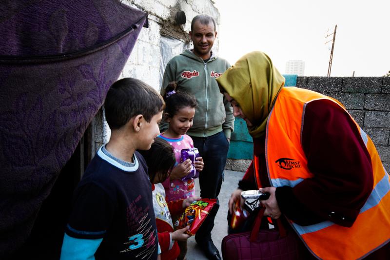 6_couple donates to refugees