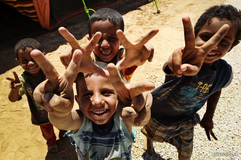 8_couple donates to refugees