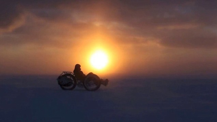 8_cyclist travels to South Pole