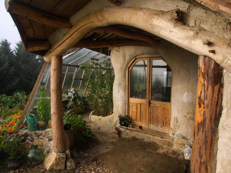 8_family hobbit house