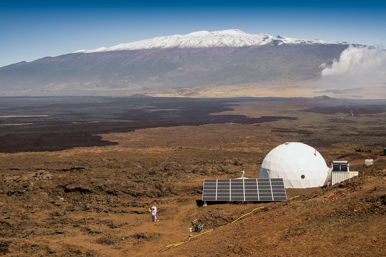 2_NASA-recruits-living-in-a-dome-Mars