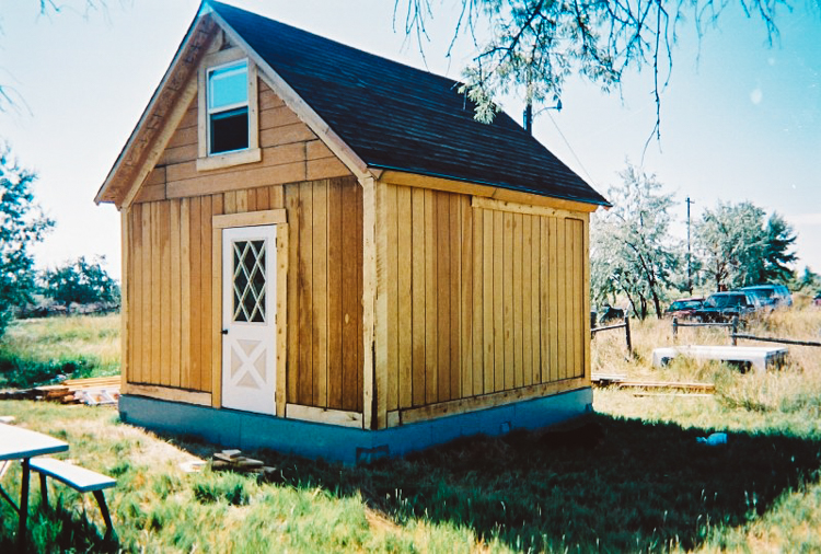 2_off-grid solar home for only $2,000