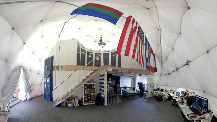 3_NASA recruits living in a dome Mars