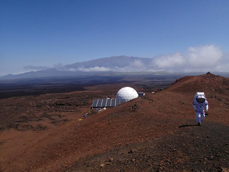 4_NASA recruits living in a dome Mars