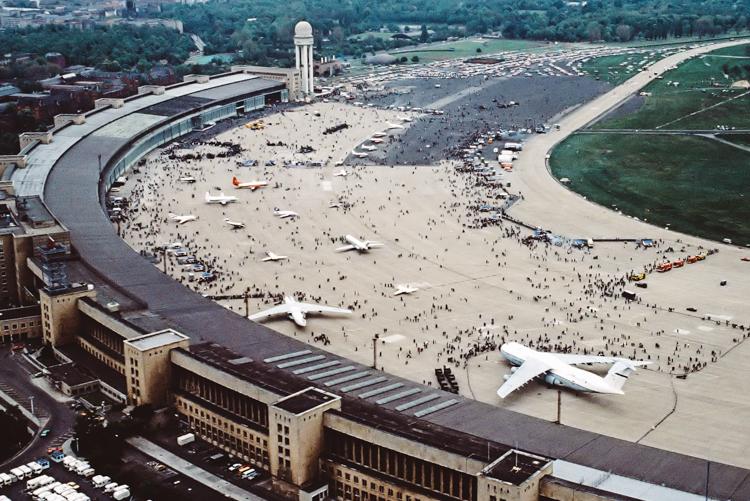 2_apocalyptic playground airport