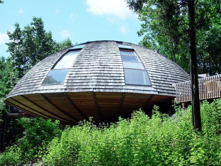 3_spinning eco-home in the forest