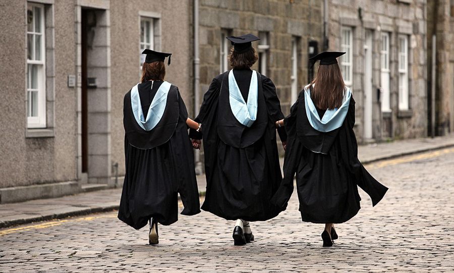 4_more-women-are-graduating-from-college-than-men