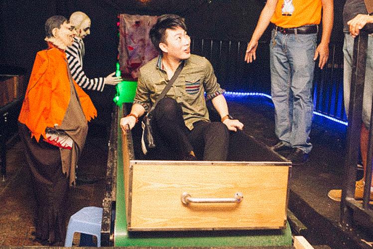 5_Chinese amusement park death simulator