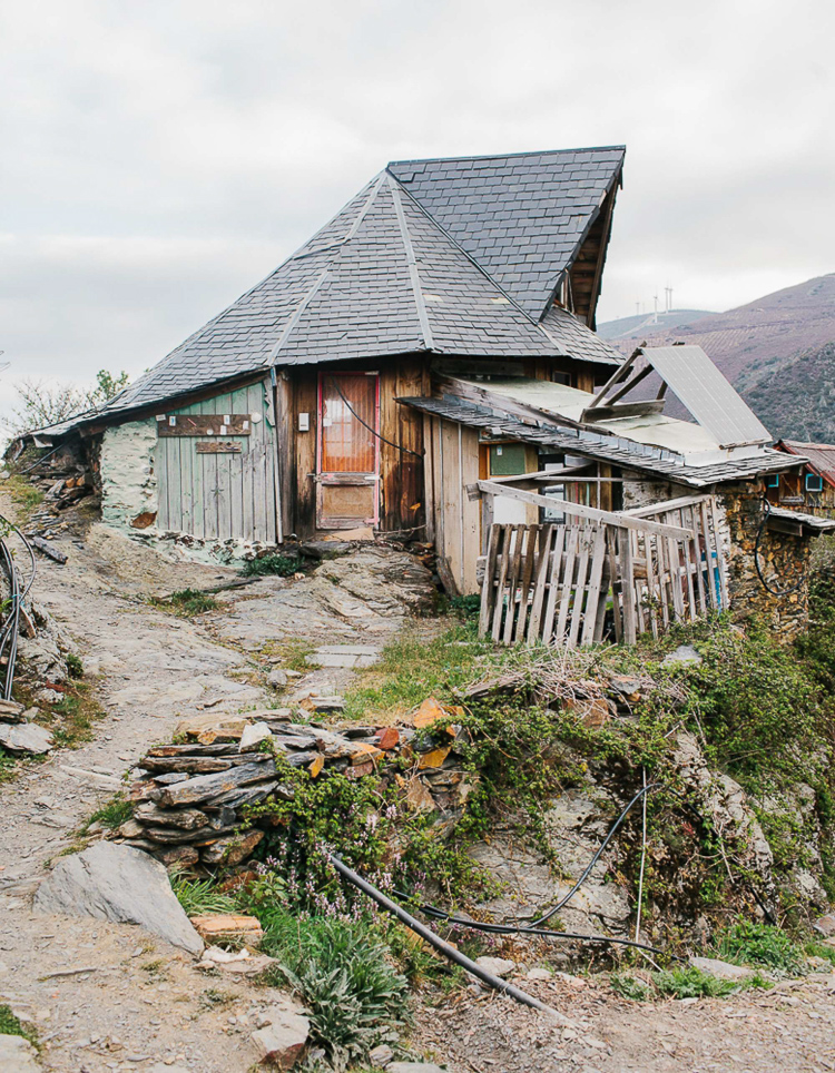 9_mountainside eco village
