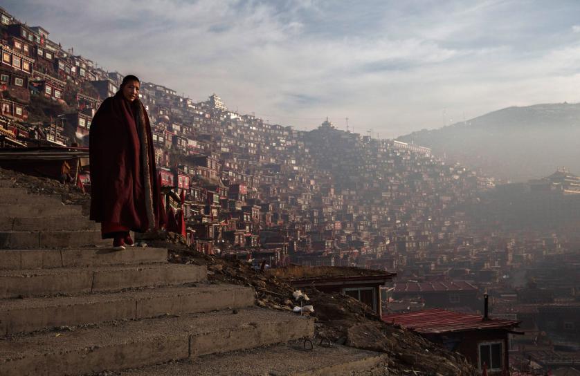 10_Tibetan-Buddhists-Treeless-valley