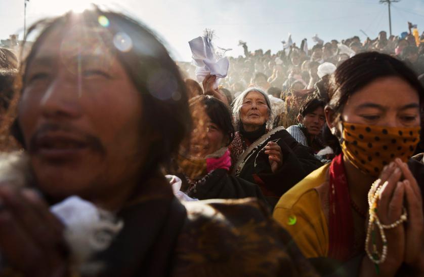 4_Tibetan-Buddhists-Treeless-valley