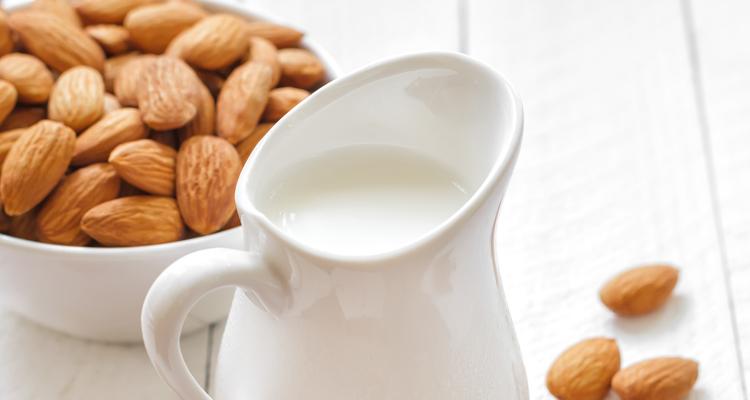 5_Drinking almond milk