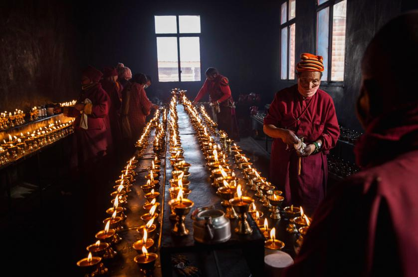 7_Tibetan-Buddhists-Treeless-valley