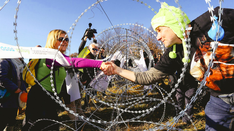 2_ croatian-slovenian border_ Valleyball Protest
