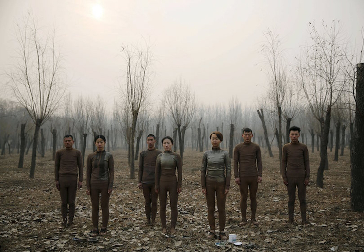 2_artist made people disappear China smog.