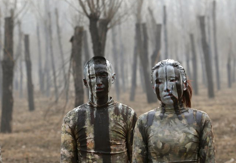 7_artist made people disappear China smog.