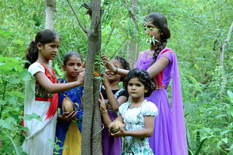 1_India celebrates female life