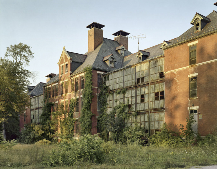 3_haunting scenes from 70 psychiatric hospitals