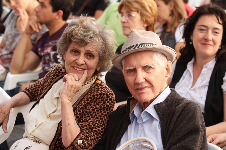 3_grandmas are spending retirement at the casino