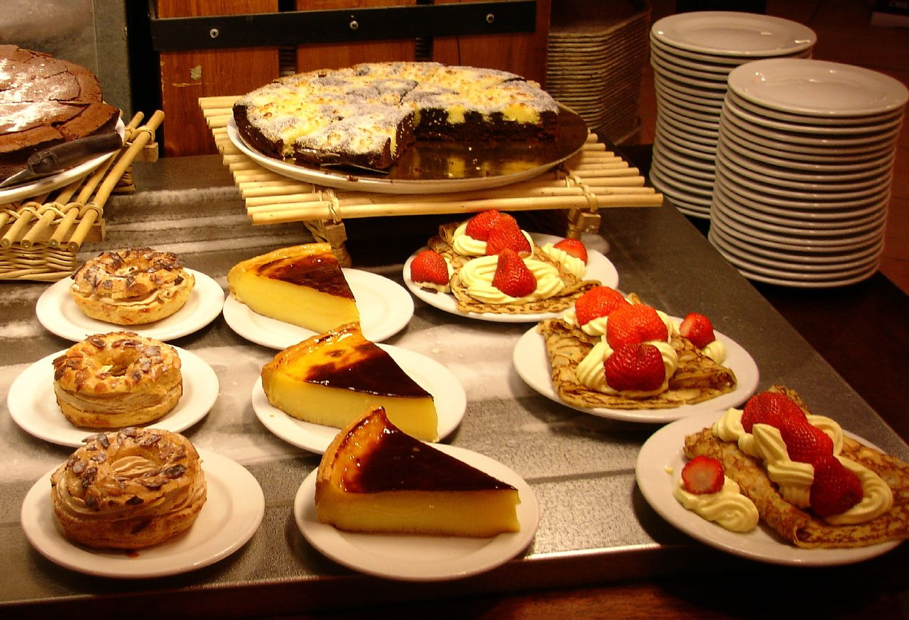 An array of French desserts, courtesy of Wikimedia Commons