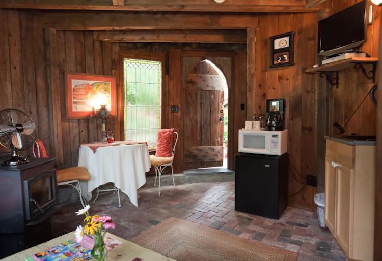 https://www.airbnb.ca/rooms/1238125?locale=en