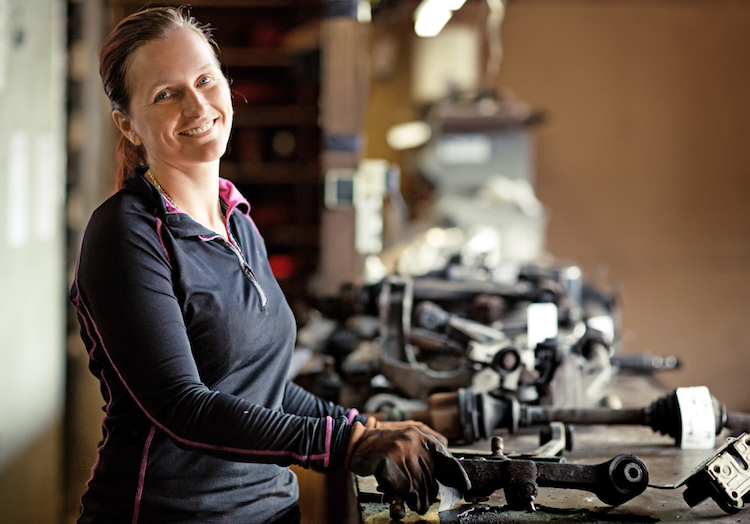 women auto shop salon